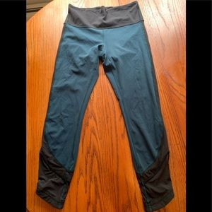 Rare Green Lululemon mesh sides yoga pants